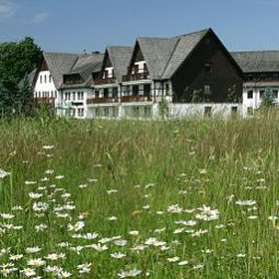 Auenansicht Waldhotel Kreuztanne Fotos