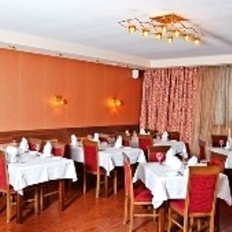 Breakfast room within restaurant Kozatskiy Hotel Fotos