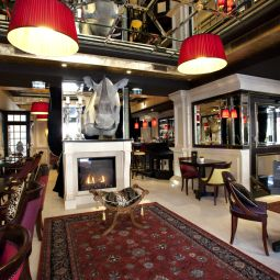 Salle du petit-djeuner situe dans le restaurant Champs Elysees Mac Mahon Fotos
