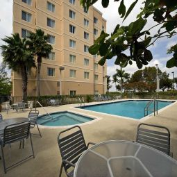 Basen Homewood Suites Miami Airport-Blue Lagoon Fotos