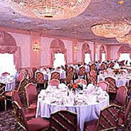 Salle du petit-djeuner situe dans le restaurant Ramada Inn Fotos