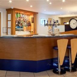Bar Holiday Inn Express LICHFIELD Fotos
