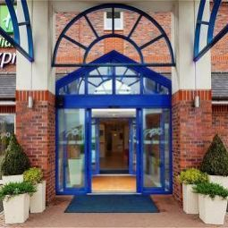 Halle Holiday Inn Express LICHFIELD Fotos