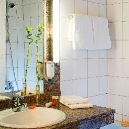 Ванная NH Düsseldorf City-Nord Fotos