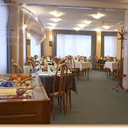 Sala niadaniowa w restauracji Burg Fotos