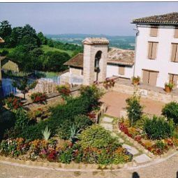 Exterior view Auberge du Quercy Blanc Logis Fotos