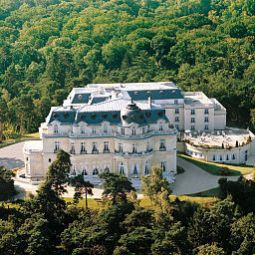 Auenansicht Chateau Mont Royal Fotos