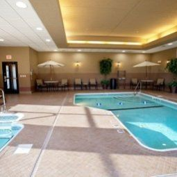 Pool Holiday Inn Express Hotel & Suites SPRINGFIELD-MEDICAL DISTRICT Fotos