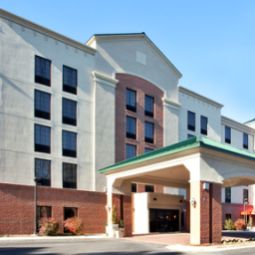 Vista exterior Holiday Inn Hotel & Suites NEWPORT NEWS Fotos
