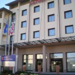 Vista exterior Hilton Garden Inn Florence Novoli Fotos