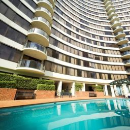 Pool BreakFree Capital Tower Apartments Fotos