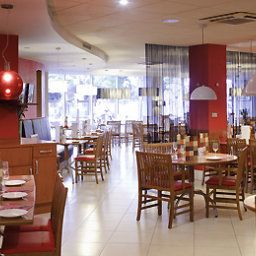 Breakfast room within restaurant ibis London Heathrow Airport Fotos