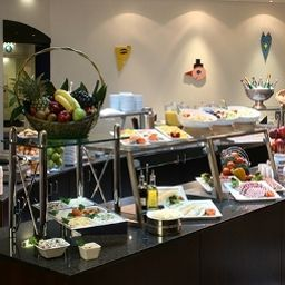 Buffet Holiday Inn BERLIN CITY CTR E.PRENZL.ALLEE Fotos
