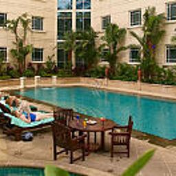 Piscina Rendezvous Grand Hotel Singapore Fotos