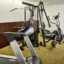 Wellness/Fitness Howard Johnson Express Inn - Arlington Ballpark / Six Flags Fotos