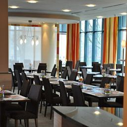 Sala de desayuno en el restaurante Park Inn by Radisson Köln City West Fotos