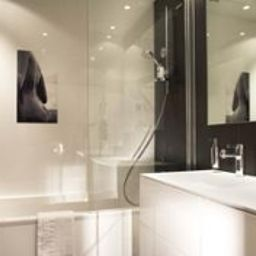 Bathroom Clarion Collection Etoile Saint Honore Fotos
