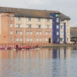 Vista exterior Holiday Inn Express CARDIFF BAY Fotos