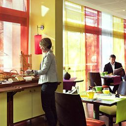 Sala de desayuno en el restaurante ibis Styles Antibes (ex all seasons) Fotos