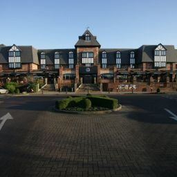 Фасад Village Hotel & Leisure Club Warrington Fotos