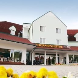 Exterior view Thermenhotel Kurz Fotos