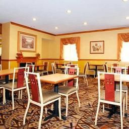 Restaurant Comfort Suites Northeast Fotos