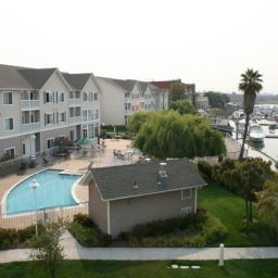 Piscina Homewood Suites by Hilton  Oakland Waterfront Fotos
