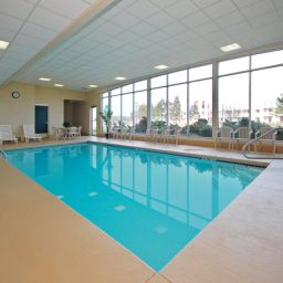 Piscina BEST WESTERN Airport Inn & Suites Cleveland Fotos