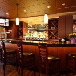 Bar BEST WESTERN PLUS Langley Inn Fotos