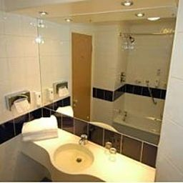 Bathroom Days Inn Donnington Welcome Break Service Area Fotos