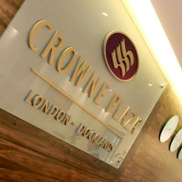 Фасад Crowne Plaza LONDON DOCKLANDS Fotos