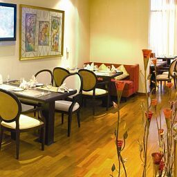 Restaurant City Seasons Suites Fotos