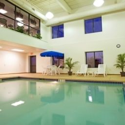 Pool Holiday Inn Express Hotel & Suites BUFFALO-AIRPORT Fotos