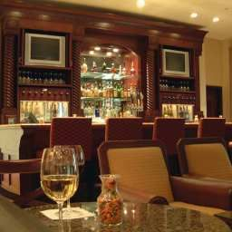 Bar DoubleTree by Hilton Ontario Airport Fotos