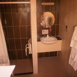 Camera da bagno Hotel Celebrity Formerly The Quality Fotos