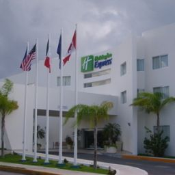 Vista exterior Holiday Inn Express PLAYA DEL CARMEN Fotos