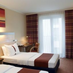 Room Holiday Inn Express BADEN - BADEN Fotos