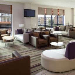 Bar Holiday Inn Express LONDON - NEWBURY PARK Fotos