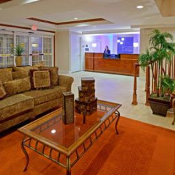 Vista interior Holiday Inn Express WOODBRIDGE Fotos