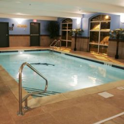 Piscina Holiday Inn Express WOODBRIDGE Fotos