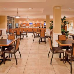 Restaurant Holiday Inn Express Hotel & Suites WICHITA AIRPORT Fotos
