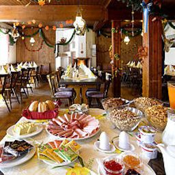 Buffet Mooshäusl Gasthaus Fotos