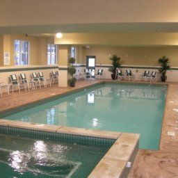 Pool ON  Niagara Falls Country Inn & Suites By Carlson Fotos