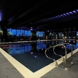 Pool Village Prem London Elstree Fotos
