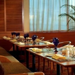 Breakfast room within restaurant Sharjah Rotana Fotos