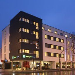 Exterior view Holiday Inn Express GUETERSLOH Fotos
