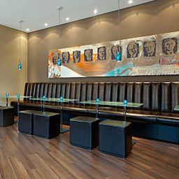 Hall Motel One Bellevue Fotos