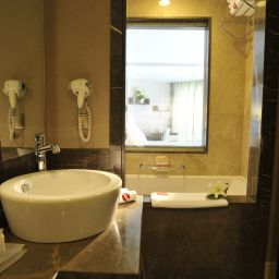 Bathroom Ramada Plaza Antalya Fotos