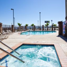 Piscine Holiday Inn Express Hotel & Suites FRESNO SOUTH Fotos