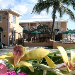 Außenansicht Riptide Oceanfront Hotel and Tiki Bar Fotos